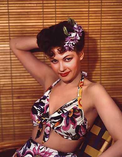 Yvonne De Carlo tits pics