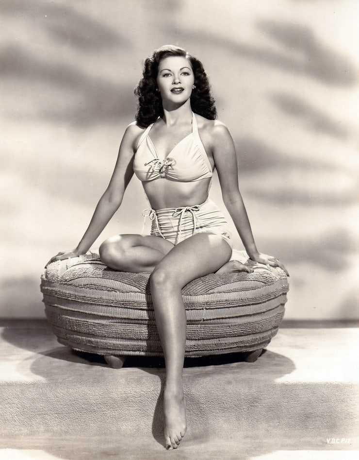 Yvonne De Carlo tits pictures