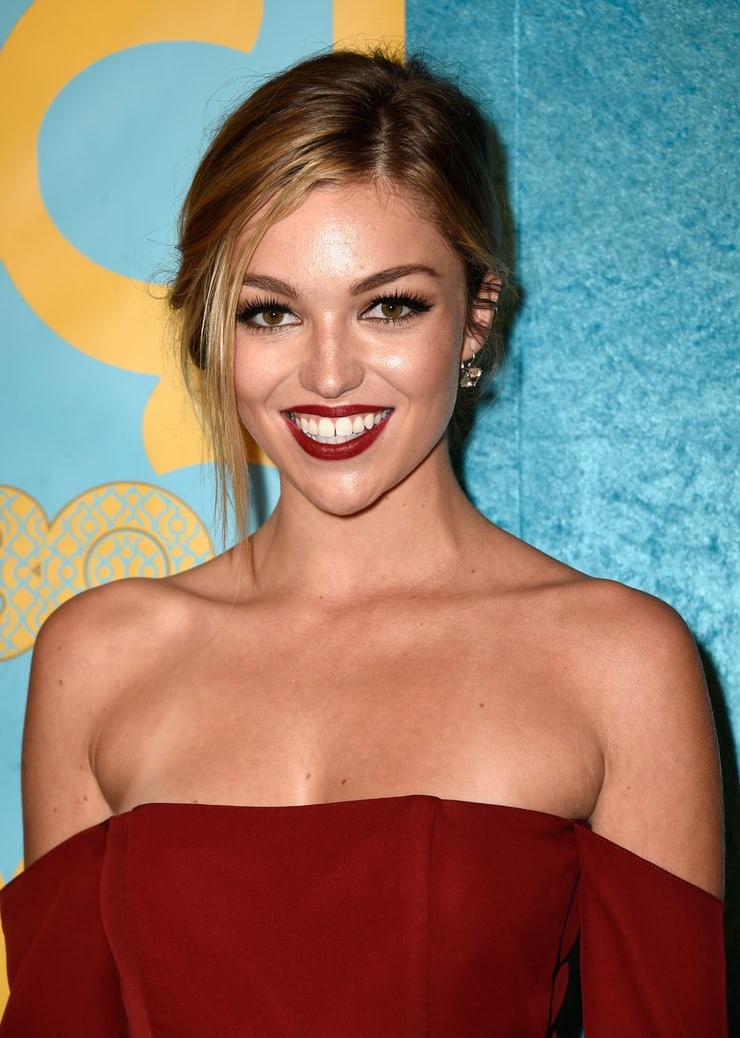lili simmons boobs pictures