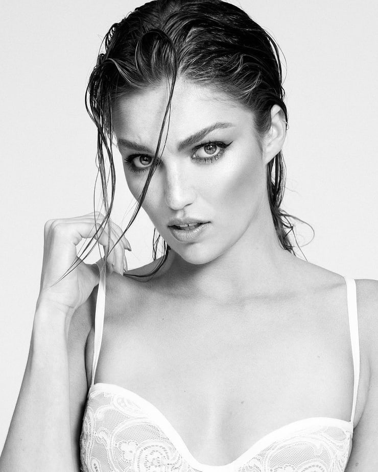 lili simmons hot pictures