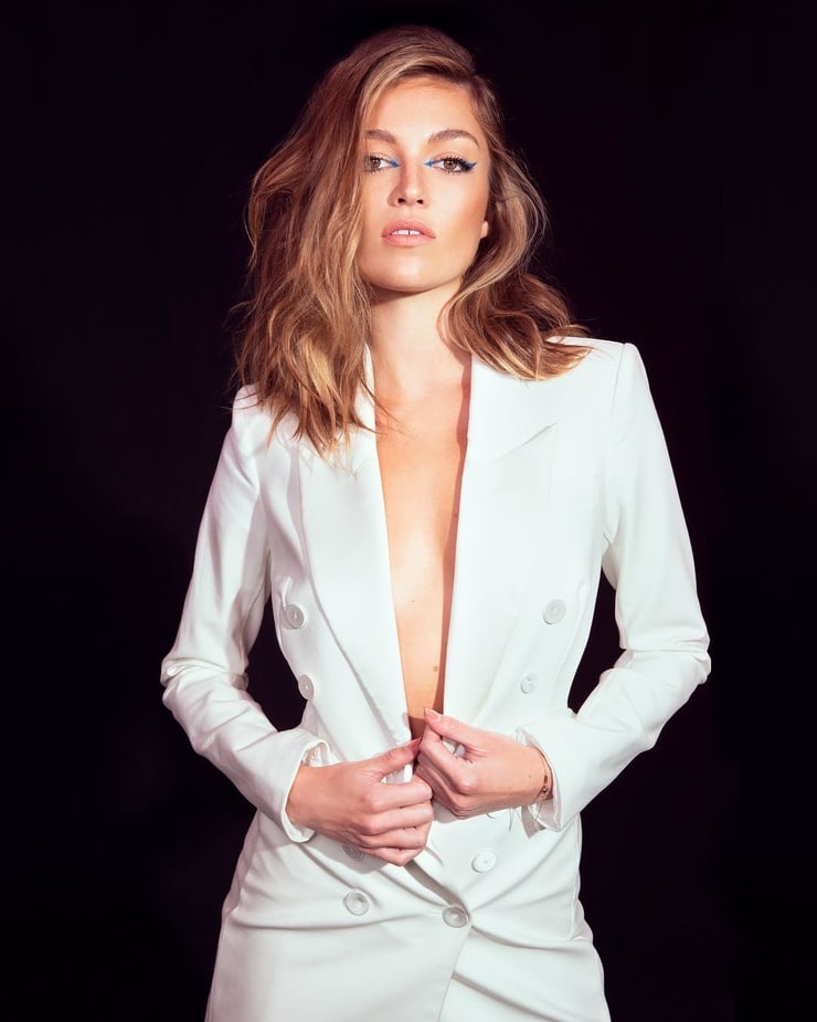 lili simmons sexy pictures