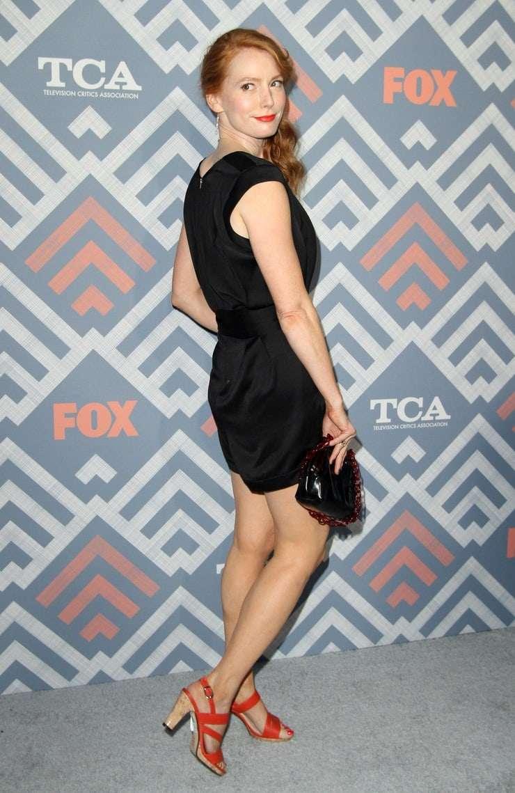 Alicia Witt booty pics