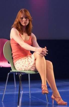 Alicia Witt sexy thigh pics