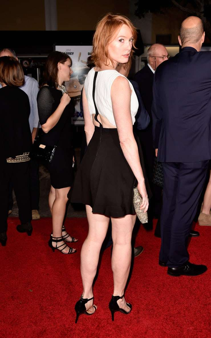 Alicia Witt sexy booty pics