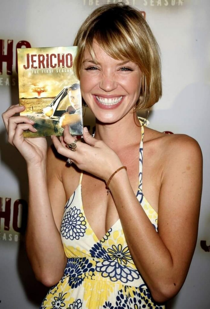 Ashley Scott smile pics