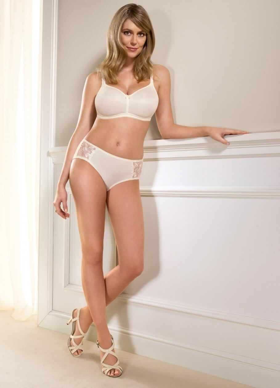 Diora Baird sexy legs pics