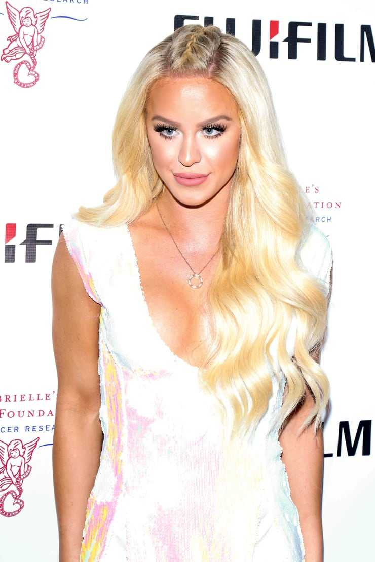 Gigi Gorgeous amazing boobs pics