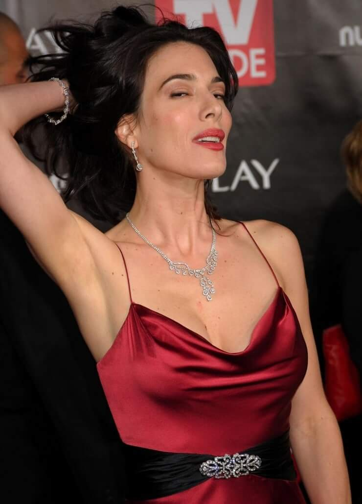 Jaime Murray amazing boobs pictures