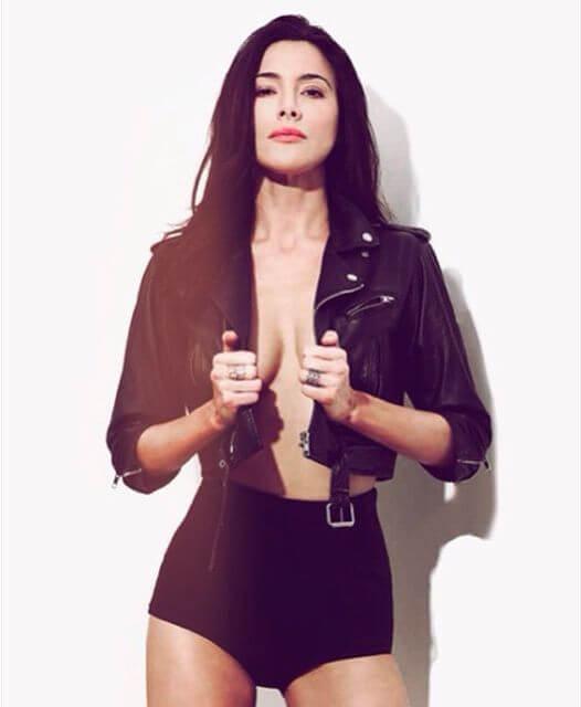 Jaime Murray hot cleavage pics