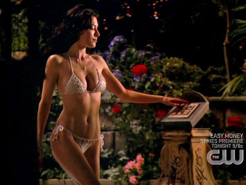 Jaime Murray sexy bikini pics