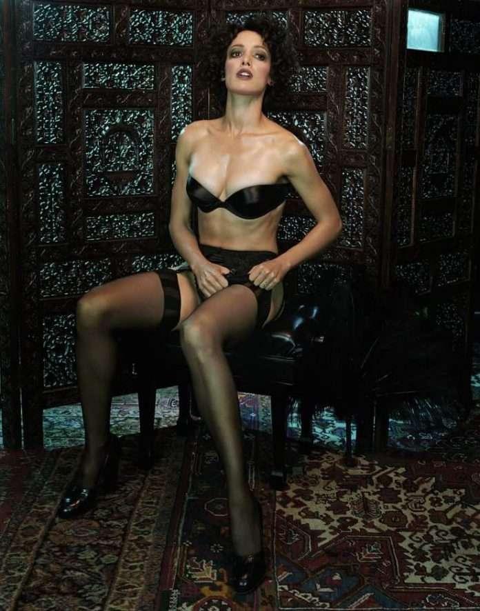 Jennifer Beals hot looks pics