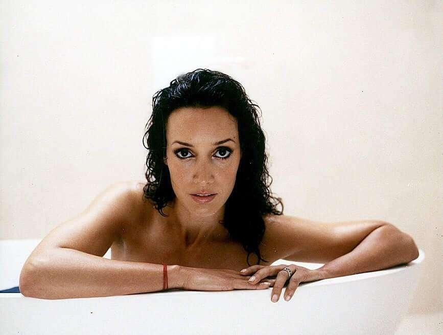 Jennifer Beals near nude pics