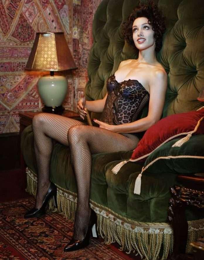 Jennifer Beals sexy legs pics