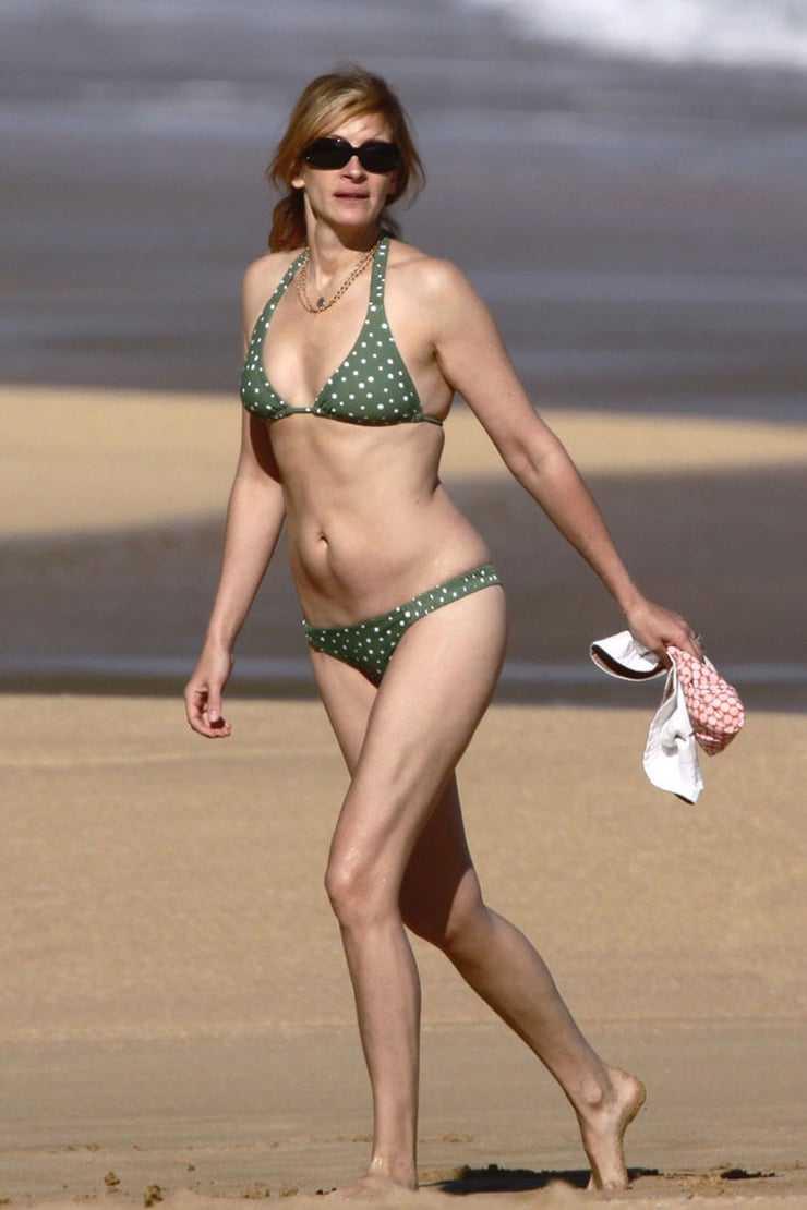 Julia Roberts busty pics