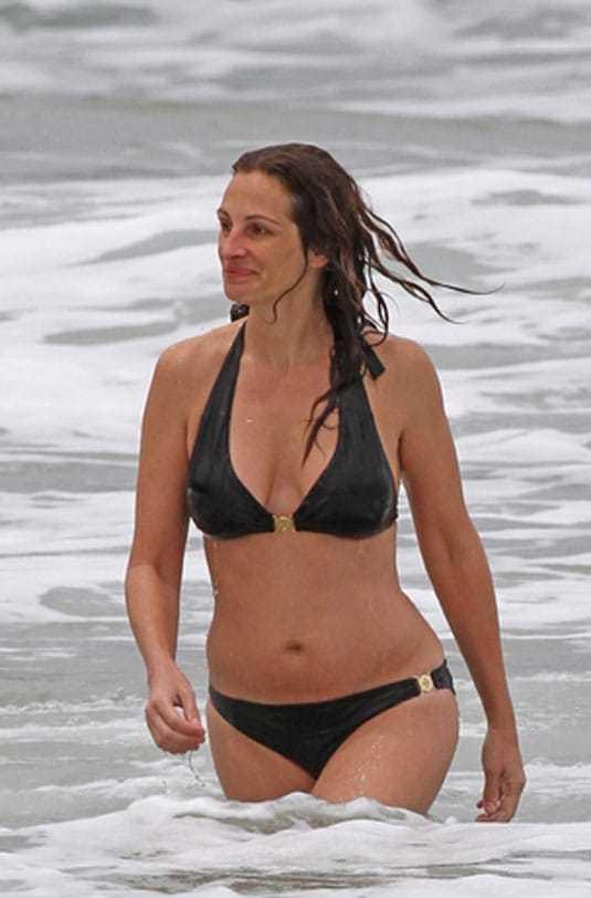 Julia Roberts hot bikini pics
