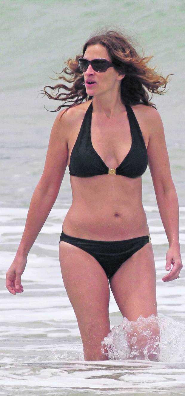 Julia Roberts hot black bikini pics