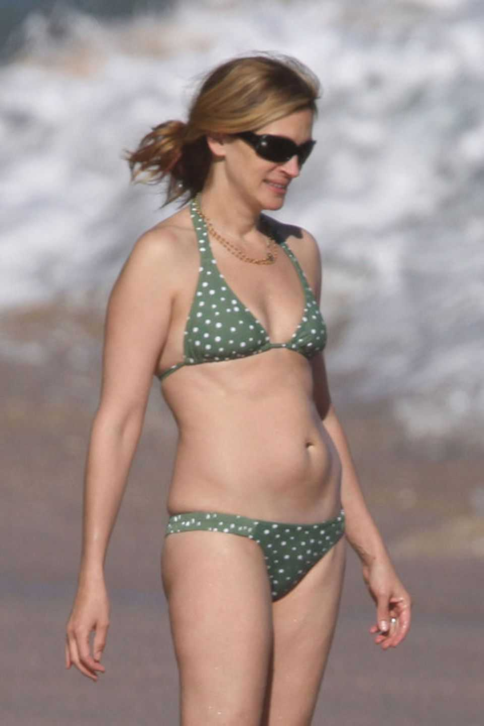 Julia Roberts hot look pics (2)