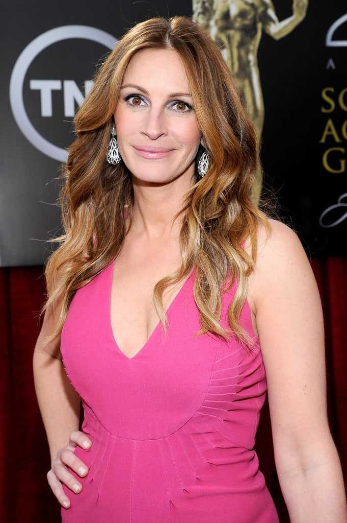 Julia Roberts sexy side boobs pictures
