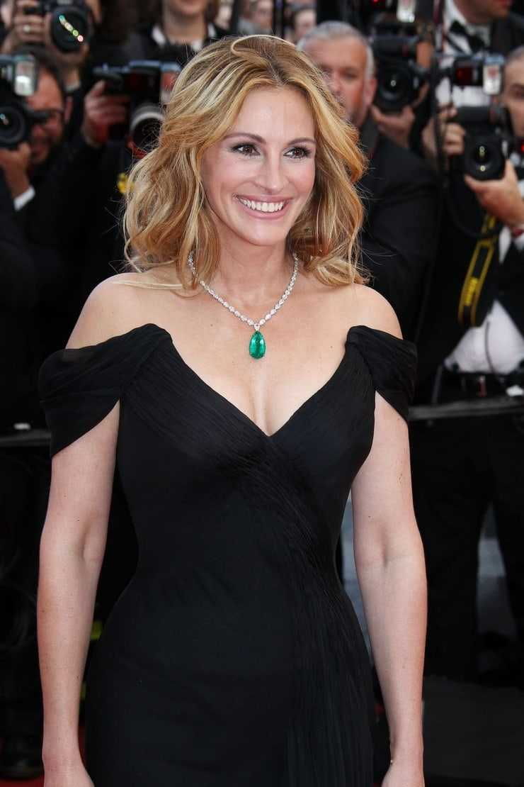 Julia Roberts sexy tits pictures
