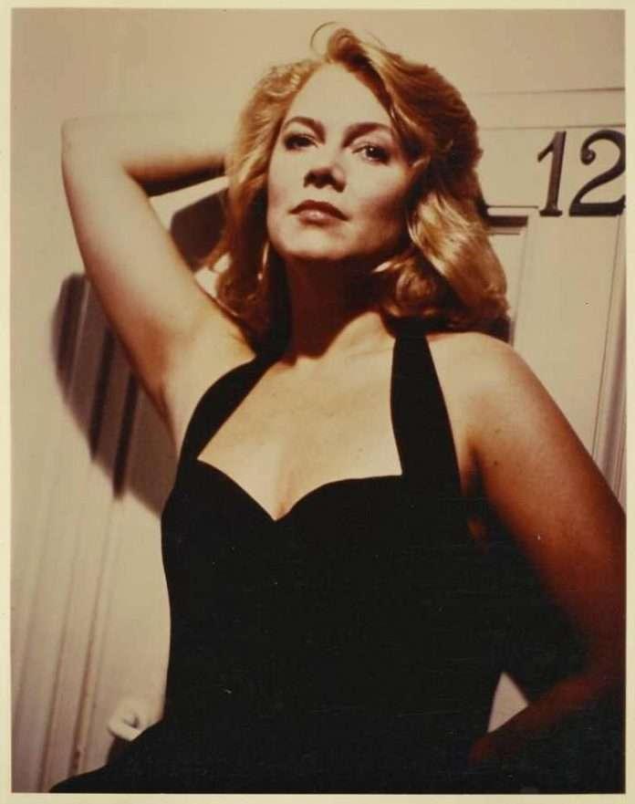 Kathleen Turner big breasts pics
