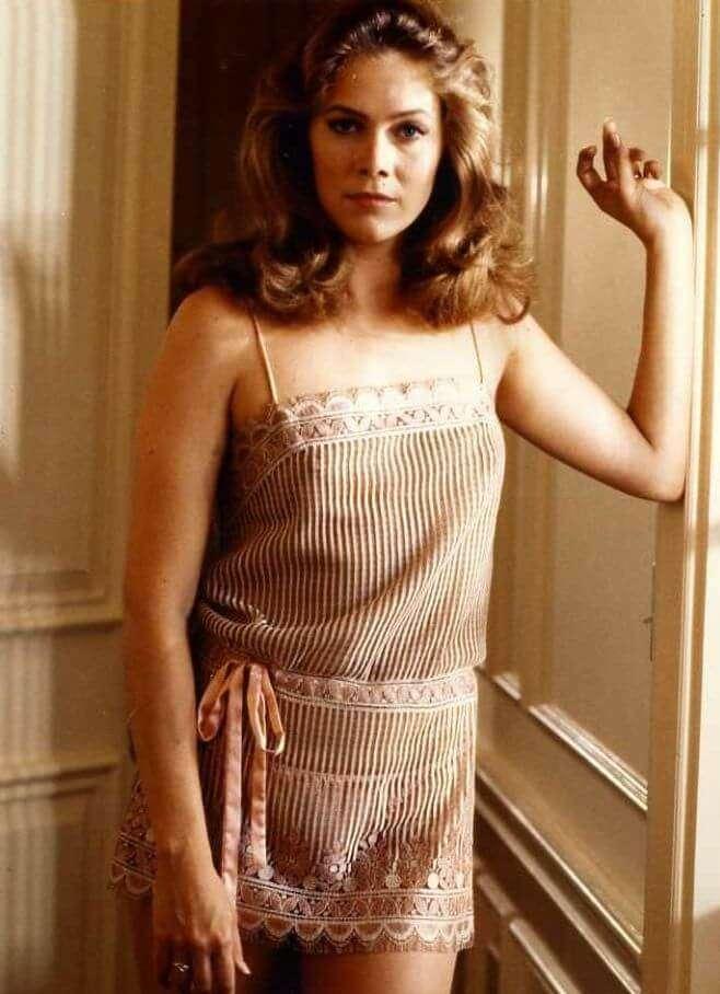 Kathleen Turner hot