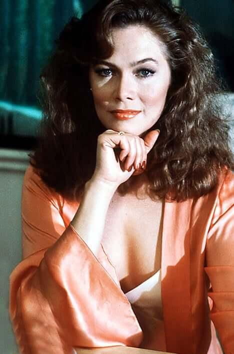 Kathleen Turner sexy