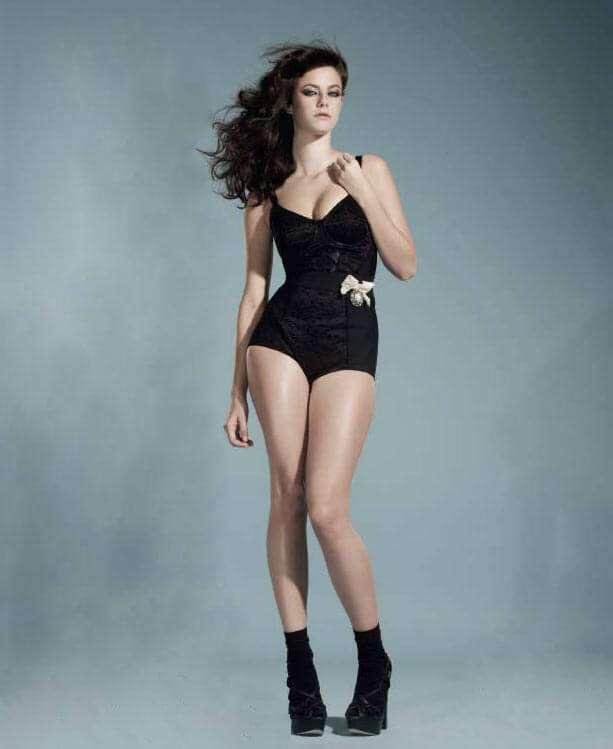 Kaya Scodelario sexy legs pics