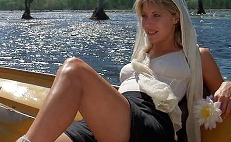 Linda Kozlowski sexy thigh pics