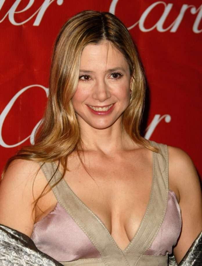Mira Sorvino big boobs pics
