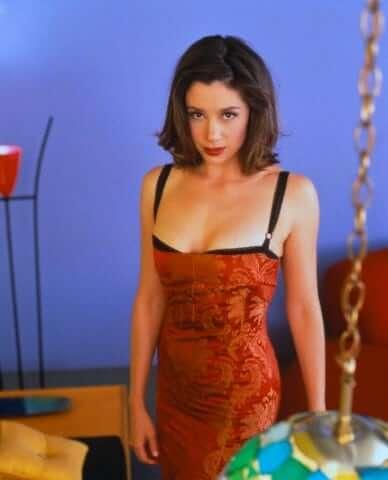 Mira Sorvino sexy