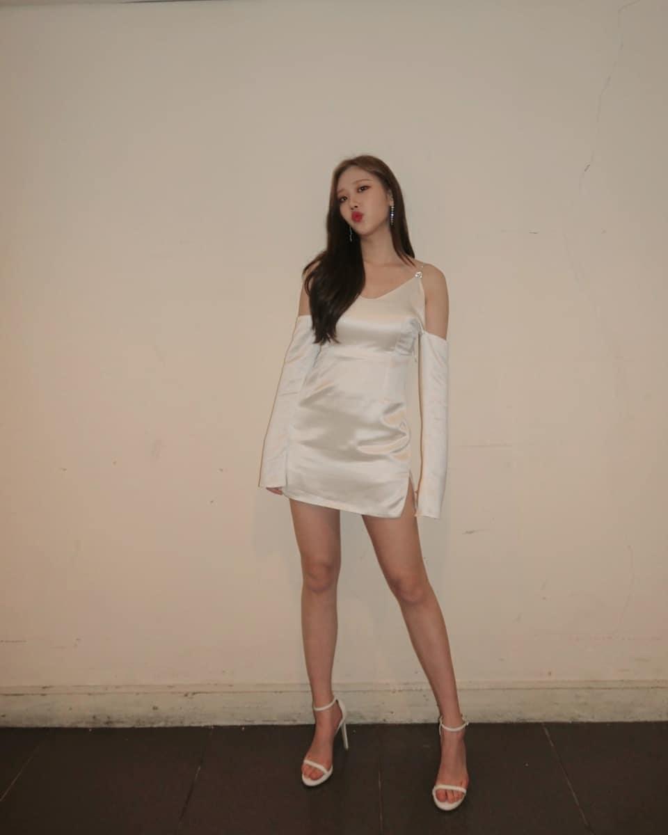 Nayun sexy legs pics