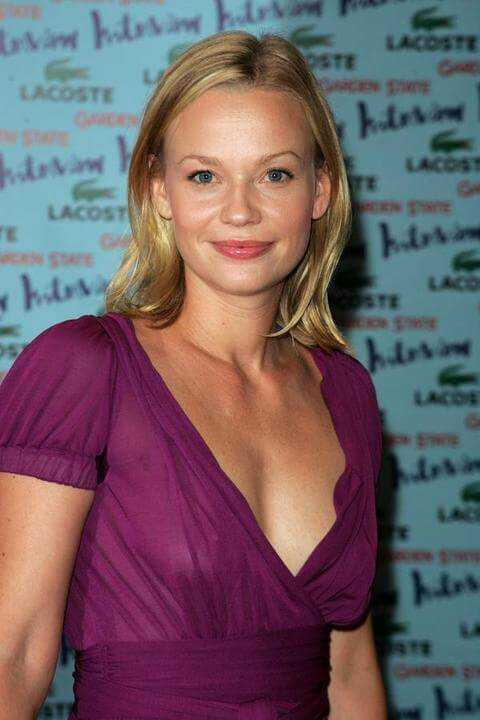 Samantha Mathis amazing boobs pics