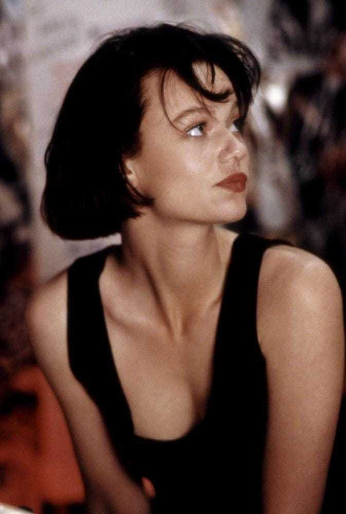 Samantha Mathis sexy side boobs pics