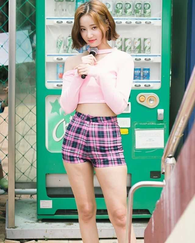 Yeonwoo sexy pictures