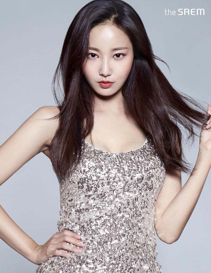 Yeonwoo tits pics (2)