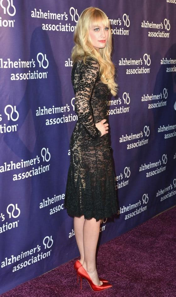 beth behrs booty pictures