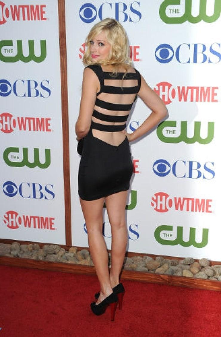 beth behrs booty