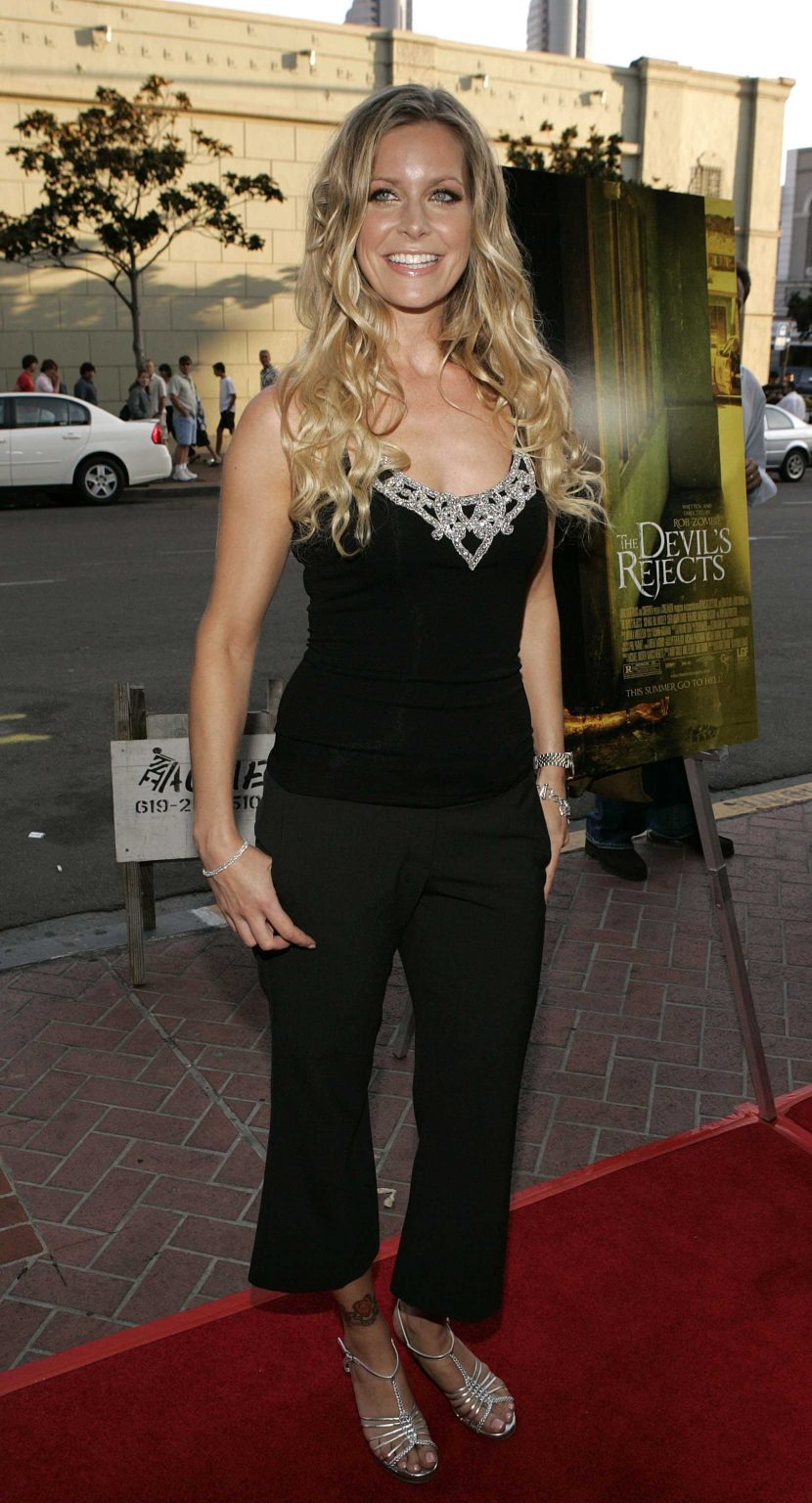 51 Sheri Moon Zombie Big Butt Pictures Will Make You Fall In Love - GEEKS ON COFFEE