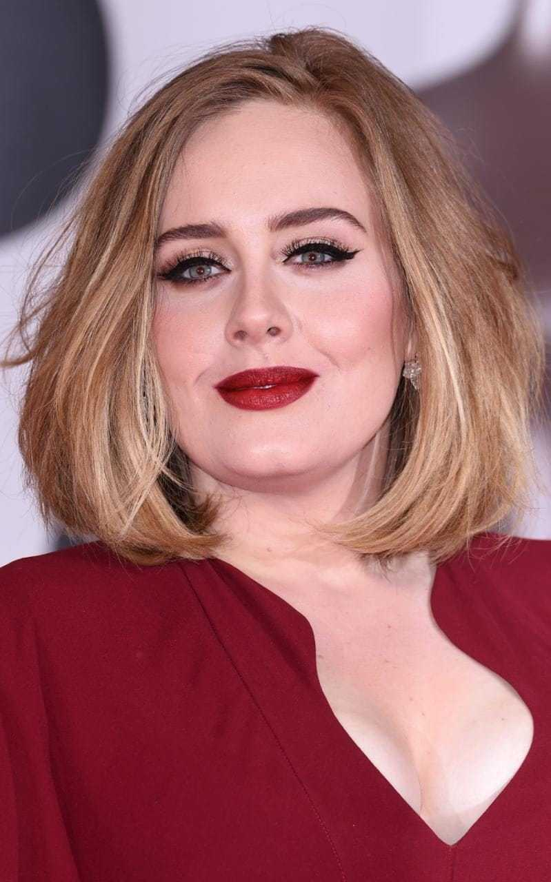 adele hot cleavage