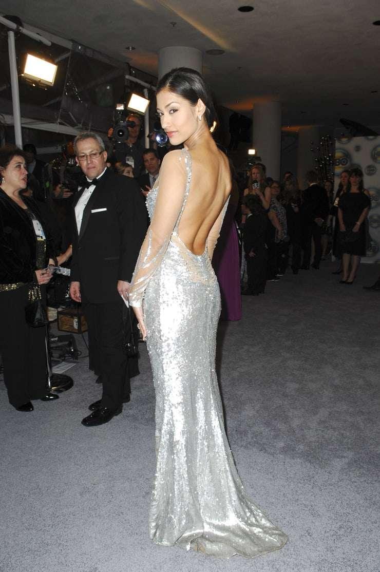 janina gavankar sexy back