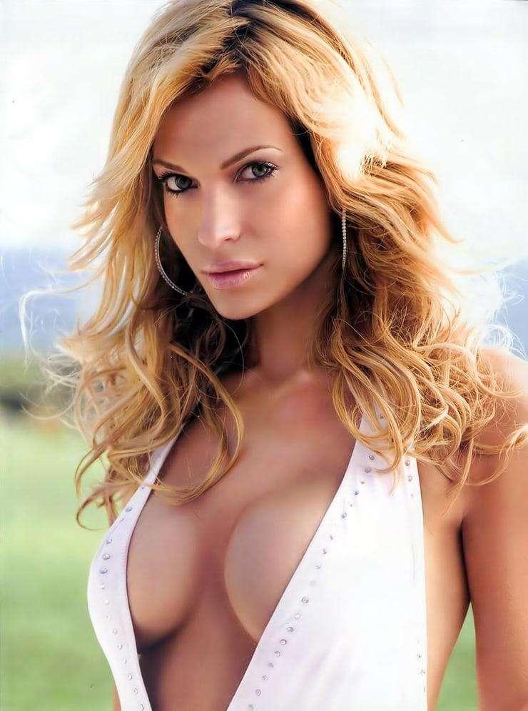 jolene blalock cleavage