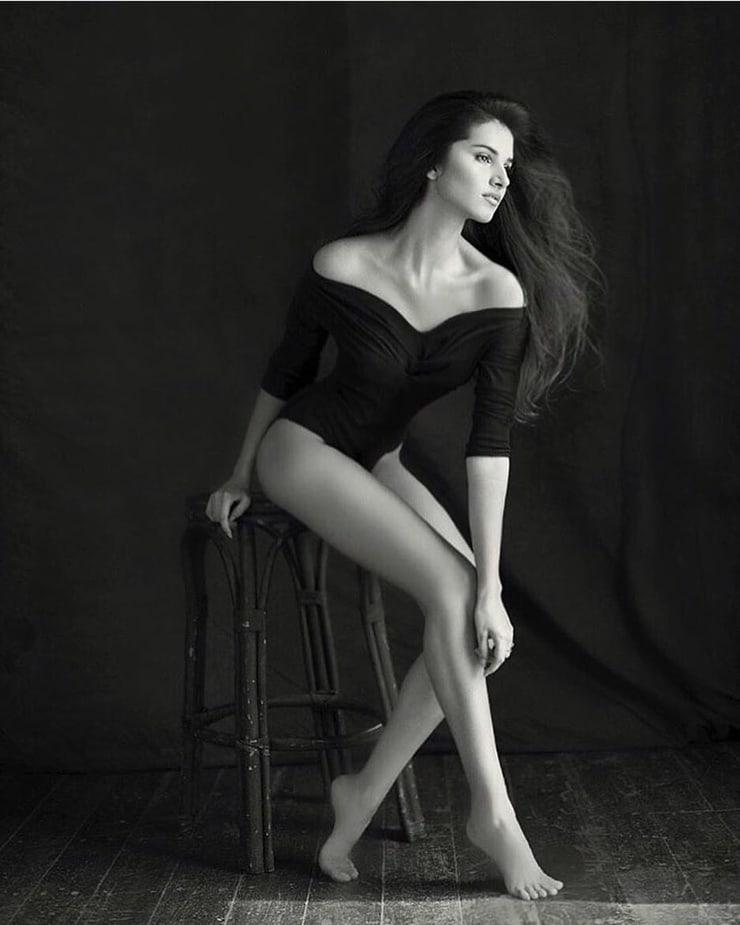 51 горячая фотография Тары Сутарии, которая делает ее иконой совершенства - ГИГА НА КОФЕ