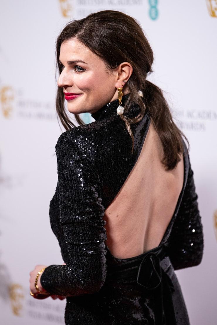 Aisling Bea sexy back pics