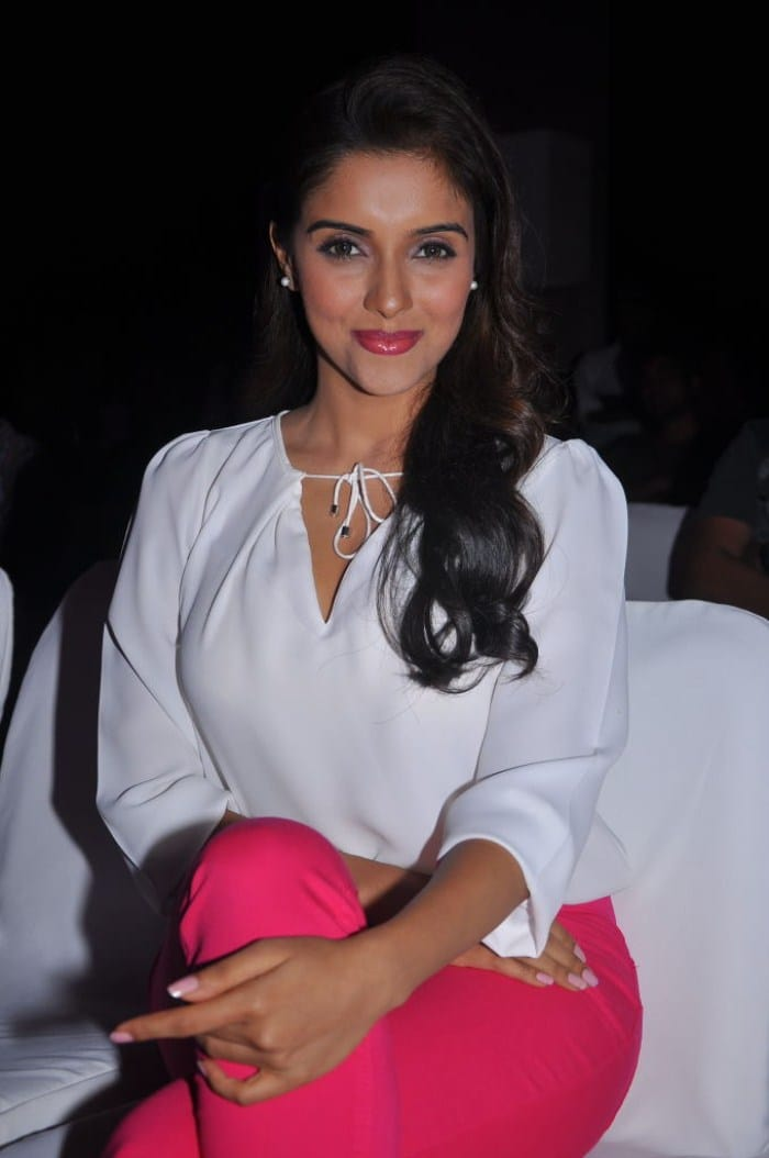 Asin Thottumkal sexy pictures