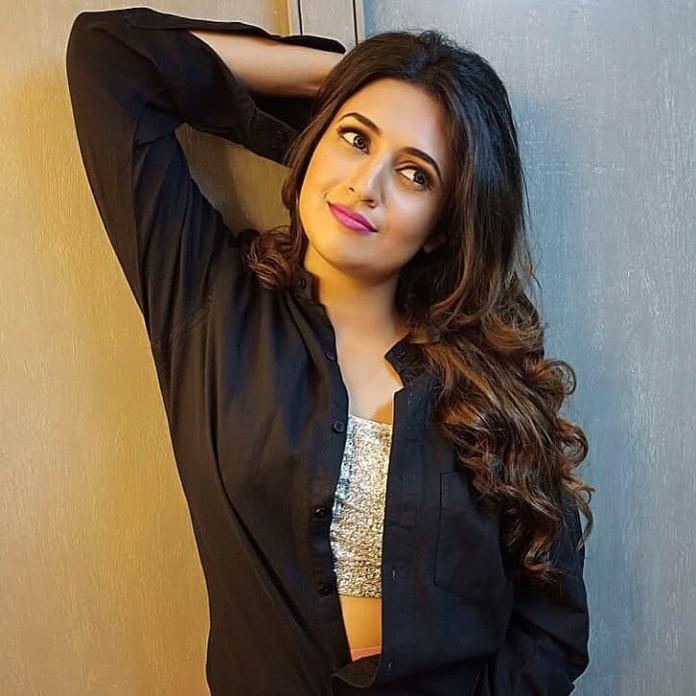 Divyanka Tripathi hot pictures