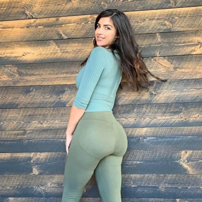Emira Kowalska booty pics