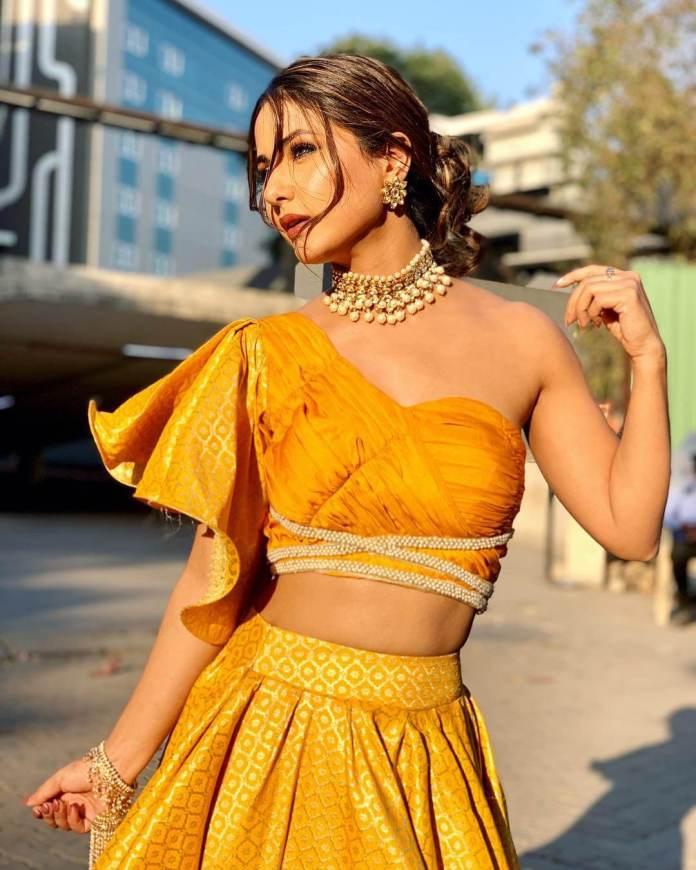 Hina Khan hot looks