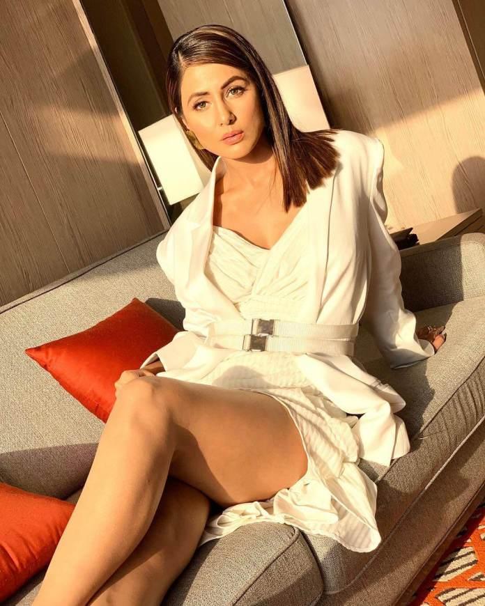 Hina Khan hot
