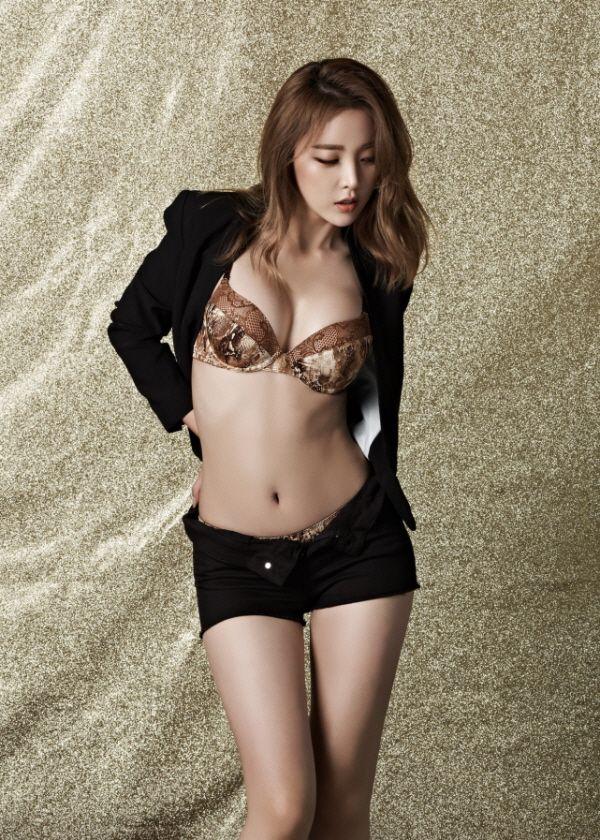 Hong Jin Young tits