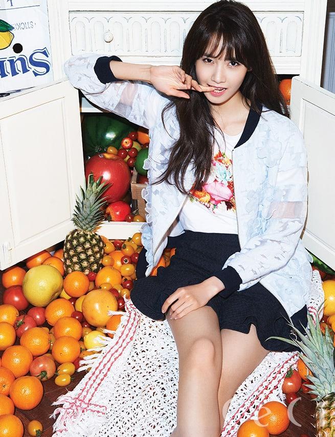 Im Yoon-ah sexy legs